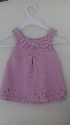 Vestido bebe de punto para 3 meses en rosa de algodón 100%. Knit Baby Dress, Knitted Baby Cardigan, Knitted Baby Clothes, Preemie Crochet, Baby Girl Crochet, Crochet Top, Baby Booties Knitting Pattern, Baby Knitting Patterns, Big Knit Blanket
