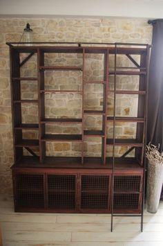 Bibliothèque style industriel/rouillé avec echelle. Fabrication sur-mesure. #bibliotheque #bois #acier #echelle. www.brundacier.fr
