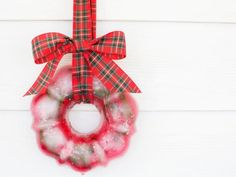 Celebrate winter and the holiday season with a frozen fruit-filled wreath. All you need are an assortment of natural materials, a Bundt cake pan and a freezer.