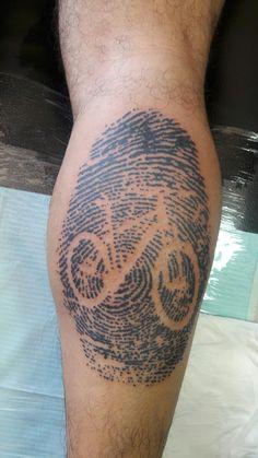 Con mi propia huella Cycling Tattoo, Bicycle Tattoo, Bicycle Art, Gear Tattoo, Bike Tattoos, Tatoos, Bmx, Tribal Art Tattoos, Bike Drawing