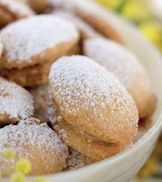 Lusikkaleivät ovat pikkuleipien parhaimmistoa. - Kotiliesi.fi Christmas Baking, Food Food, Cookie Recipes, Hamburger, Bread, Cookies, Desserts, Recipes For Biscuits, Crack Crackers