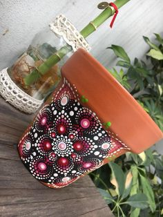 cheap surface to practice on Dot Art Painting, Mandala Painting, Pebble Painting, Pottery Painting, Stone Painting, Mandala Dots, Flower Mandala, Mandala Pattern, Flower Pot Crafts