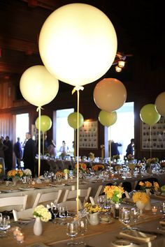 Wedding balloon centerpiece! Use cream/gray balloons. I think this would be supercute. Tie to my 1800 bottles, the place alternating ribbon around the center of the bottle.