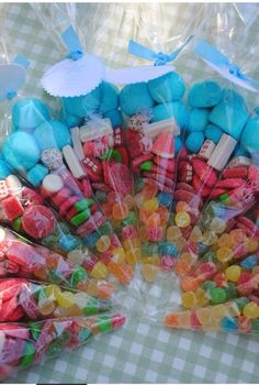 Great idea to have as party favors for my daughters birthday or for my nieces baptism! Candy Party, Party Treats, Party Favors, Diy Party, Favours, Ideas Party, Candy Bags, Candy Gifts, Candy Bouquet