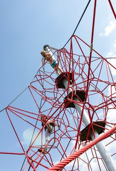 "HUCK ""SPIDER"" Rope Net Pyramid, 8m high, Art. 5000-8-6. HUCK ""SPIDER"" Seilnetzpyramide, 8 m hoch, Art. 5000-8-6."