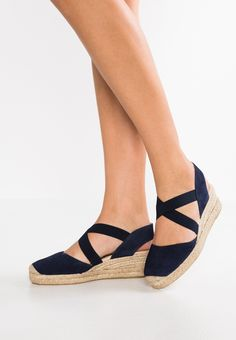 Karinluna 2019 Ins Summer Women Casual Sandals big size 43 Straw weaving leisure Beach Shoes Woman wedge heels sandals Studded Heels, Wedge Sandals, Espadrille Wedge, Heeled Sandals, Closed Toe Wedges, Simple Sandals, Outfit Trends, Black High Heels, Look Fashion