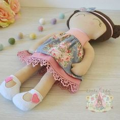 When your outfit styling is en point this sweet babe along with a fur shrug that i forgot to photograph is heading out to galloway hope you love her 💖Pockets With Posies ( Felt Fabric, Fabric Dolls, Doll Clothes Patterns, Doll Patterns, Felt Dolls, Doll Toys, Homemade Dolls, Diy Kleidung, Baby Mine