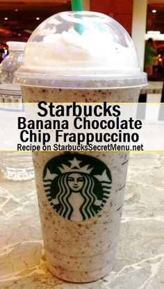 Starbucks Banana Chocolate Chip Frappuccino Chocolate and bananas go together so perfectly that it would be a shame not to give this Frappuccino a try! Starbucks Smoothie, Starbucks Frappuccino, Chocolate Chip Frappe Recipe Starbucks, Starbucks Coffee, Chocolate Banana Smoothie, Banana Drinks, Smoothies, Starbucks Secret Menu Drinks, Drink Menu