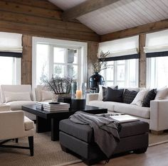 Want to experience the goodness of living in a country-style house and away from the city, and if you love hands-on, log cabin kits is the solution. Modern Cabin Interior, Interior Exterior, Chalet Interior, Cabin Homes, Log Homes, Home Living Room, Living Spaces, Interior Decorating, Interior Design