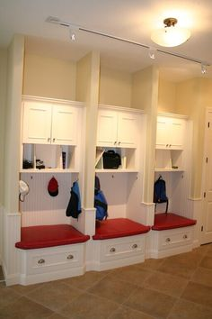 32 Inspiring Mudroom Bench With Storage Ideas - It can be difficult to keep a home neat and tidy, and this is especially difficult when there are kids too. One way to solve this problem is by introd. Entryway Bench Storage, Bench With Storage, Entryway Decor, Bench Mudroom, Cubby Bench, Door Entryway, Entryway Ideas, Kids Storage, Locker Storage