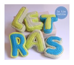Letras de crochet de *la tía celita*. Mobiles, Crochet Letters, Crochet Pillow, Crochet Patterns Amigurumi, Letters And Numbers, Alphabet, Crochet Earrings, Pillows, Knitting