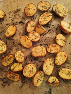 Oven rosemary potatoes, a nice recipe from the potatoes category. Ratings: Average: Ø vegetarisch lifestyle recipes grillen rezepte rezepte schnell Potatoes In Oven, Rosemary Potatoes, Benefits Of Potatoes, Potato Juice, Potato Vegetable, Eat Seasonal, Food Humor, Different Recipes, Four