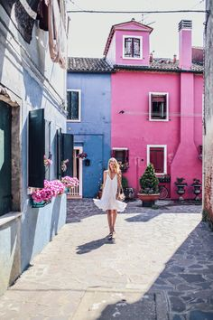 Colorful houses in Burano | Italy: http://www.ohhcouture.com/2017/06/monday-update-49/ #leoniehanne #ohhcouture