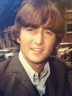 A young John Lennon. The Beatles, John Lennon Beatles, Beatles Photos, Beatles Band, Julian Lennon, Imagine John Lennon, Ringo Starr, Yoko Ono, Great Bands