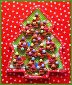 kerstboom+traktatie+ontbijtkoek+smarties+schooldiner+kersthapjes.jpg (500×589)
