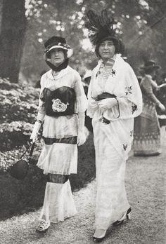 Fashion in Paris, 1913.  Photographer: Gustave Martin