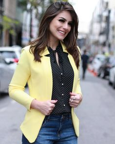 Image may contain: 1 person Blazer Outfits, Blazer Fashion, Fashion Outfits, Fashion 2020, Look Fashion, Girl Fashion, Casual Blazer Women, Blazers For Women, Business Dresses
