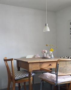 reduziert.... #interior #einrichtung #dekoration #decoration #wohnen #living #room #Zimmer #Vintage #esszimmer #diningroom Foto: Wunderblumen