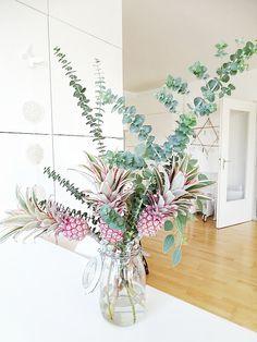Ananas Blumen Deko mit Eukalyptus