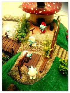 50 Pretty Magical Fairy Garden Craft and Ideas Mini Fairy Garden, Gnome Garden, Cute Crafts, Diy Crafts, Smurf House, Smurf Village, Art For Kids, Crafts For Kids, Garden Mushrooms