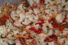 """Salată """"Mimoza"""" dietetică - un aperitiv în straturi deosebit de savuros, fără maioneză! Oaspeții vor fi încântați! - Bucatarul 100 Calories, Fried Rice, Potato Salad, Cauliflower, Shrimp, Food And Drink, Menu, Cooking Recipes, Vegetarian"""