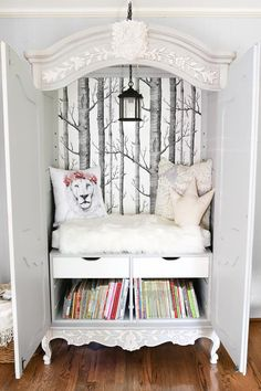 Narnia wardrobe reading nook!