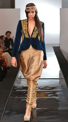 Fashion Arabic Style Illustration Description Algerian Fashion: Karakou – Read More – Arab Fashion, Indian Fashion, Womens Fashion, Traditional Fashion, Traditional Dresses, Fashion Design Template, Oriental Dress, Look Short, Afghan Dresses