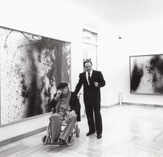Hans Hartung con il gallerista Antonio Sapone