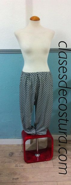 Fabiana se tiró a la piscina y lo primero que hizo fueron estos pantalones... Preciosos!!! Muy buen trabajo... Ahora a por la camisa a conjunto....