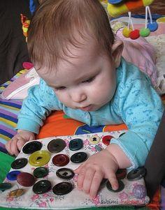 Как сделать развивающие игры и игрушки для детей своими руками. Фото №1