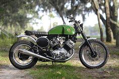 Green power! Yamaha XV920 #BratStyle by Hageman Motorcycles. El cambio de depósito y subchasis han quedado perfectos en esta #Yamaha ¿Te gusta? www.caferacerpasion.com