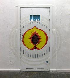 Foto von Tapeart Graffiti in Neurotitan Galerie in Berlin. #tapeart #popart…