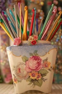 """If there is one area of my home I could get away with """"girly"""" decorating, it's in my crochet corner. Right now I have a yarn-filled basket and a vintage tin for sewing kit - but I love this """"bouquet"""" of crochet hooks. Beau Crochet, Love Crochet, Knit Crochet, Crochet Humor, Vintage Crochet, Vasos Vintage, Vintage Jars, Decoupage, Crochet Hook Sizes"""