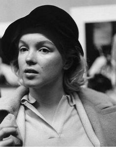 Marylin without make up.