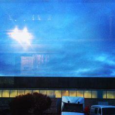 Вечернее небо на окраине города, почти по дороге домой / Evening sky on the outskirts of town, almost on the way home #spb #saintpetersburg #stpetersburg #sky #evening #foto #спб #санктпетербург #питер #черезстекло #небо #купчино #фото