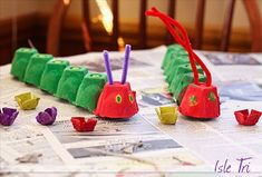 The Very Hungry Caterpillar Egg Carton DIY (la chenille qui fait des trous) Easy Crafts For Kids, Craft Activities For Kids, Toddler Crafts, Preschool Crafts, Fun Crafts, Art For Kids, Craft Ideas, Preschool Books, Preschool Ideas