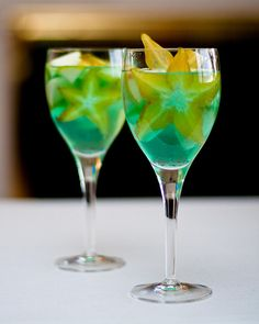 Star Fruit Sangria! Who's thirsty? https://farmtropical.com/product/starfruit/
