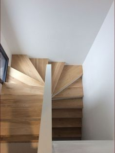 Railing Ideas : Inspiring craftsman stair railing ideas tips for 2019 Stairway Railing Ideas : Inspiring craftsman stair railing ideas tips for 2019 Staircase Railing Design, Home Stairs Design, Stair Handrail, Staircase Makeover, Interior Stairs, House Design, Railing Ideas, Staircase Ideas, Diy Interior