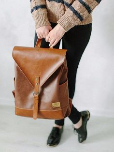 The leather backpack you were looking for! The Vienna Backpack is classy and functional, just like you imagined. Specifications size: 45 x 35 x 10 (cm) capacity: 15-30 liter lining material: pu leathe