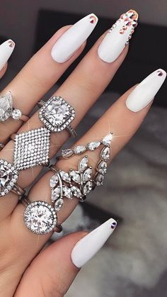 Which one ? ✨ #nails #whitenails #rings #nailsoftheweek #style #fashion #white #picoftheday