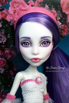 Spectra Repaint by Marina Gridina / SnowSpring Dolls (vk.com/snowspring.dolls) Monster High Repaint, Monster High Dolls, Food Sculpture, Kawaii Doll, Doll Repaint, Custom Dolls, Diy Doll, Ooak Dolls, Ball Jointed Dolls