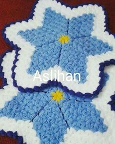 This Pin was discovered by Sev Crochet Stars, Crochet Flowers, Knit Crochet, Crotchet, Crochet Potholder Patterns, Rope Rug, Rugs And Mats, Crochet Designs, Crochet Projects