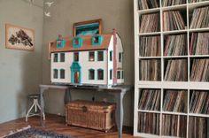 Spielen Sie mit Puppen, um eine charmante Dekoration mit Puppenhäusern zu erreichen - http://wohnideenn.de/dekoration/08/charmante-dekoration-mit-puppenhausern.html #Dekoration