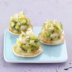 Tartare de kiwi de l'Adour et crevettes à la citronnelle Kiwi Recipes, Bon Appetit, Baked Potato, Potato Salad, Catering, Buffet, Eggs, Cooking, Breakfast