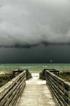 florida storm / by Troy Marcy (source) florida storm / by Troy Marcy (source) All Nature, Amazing Nature, Amazing Art, Awesome, Florida Storm, Florida Usa, Ed Wallpaper, Beautiful World, Beautiful Places