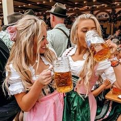 Girls at Oktoberfest - The Tango Octoberfest Girls, Oktoberfest Beer, German Oktoberfest, Tea Length Bridesmaid Dresses, Wedding Dresses, Beer Girl, German Women, German Beer, Root Beer