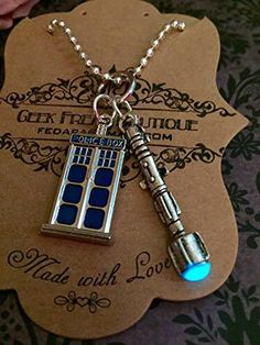 #DoctorWho glow in the dark necklace !