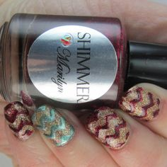 The 12 Days of Christmas Nail Art Challenge Day 9: Glitter | Lustrous Lacquer