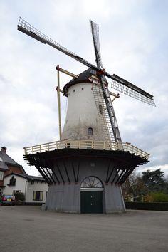 Als ik me niet vergis staat (of stond) deze molen op de hoek van de Hazenkampseweg en de Sint Annastraat