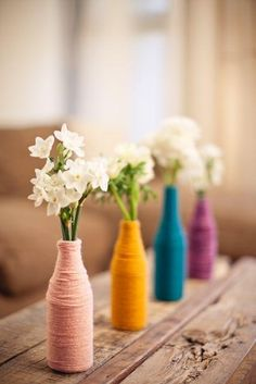 Yarn-wrapped bottles as table centerpieces. Purple and gray, with a white flower in each? simple and easy to transport Yarn Wrapped Bottles, Yarn Bottles, Bottles And Jars, Glass Bottles, Mason Jars, Bottle Art, Bottle Crafts, Baby Shower, Calla Lilies